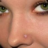 Острый пирсинг носа